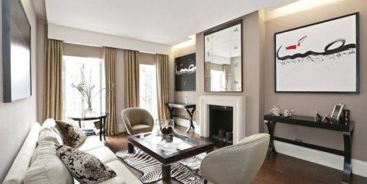 (Italiano) Appartamenti esclusivi in splendido palazzo storico- Piazza Borromeo / Magenta – Milano