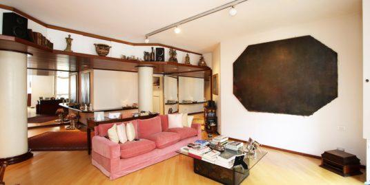 (Italiano) Elegante appartamento in zona Washington, Milano