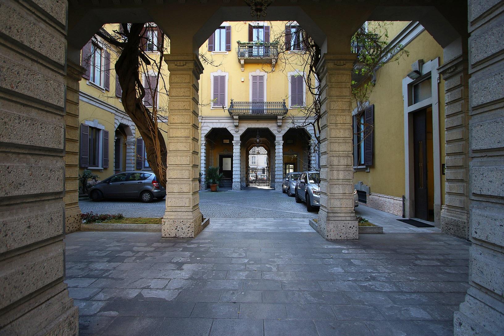 (Italiano) Bilocale arredato in un bellissimo ed incantevole palazzo storico, Corso Concordia